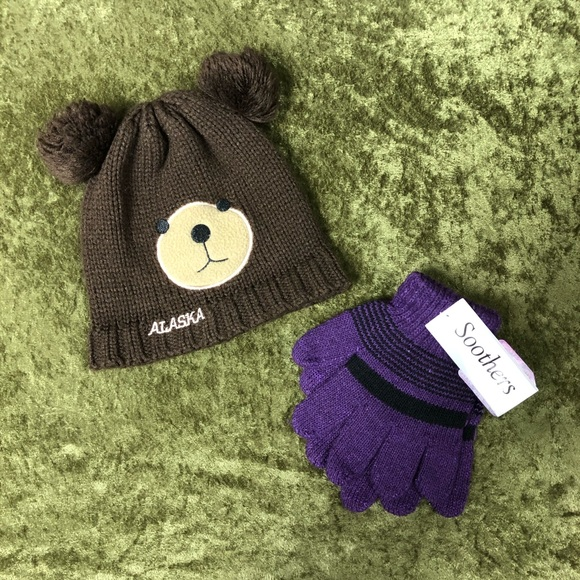 Other - LAST CHANCE🍌Alaska bear beanie with NWT gloves